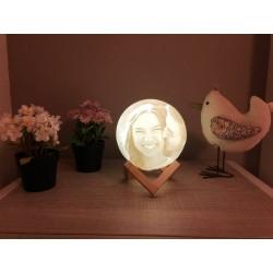 Lámpara luna personalizada en mesa